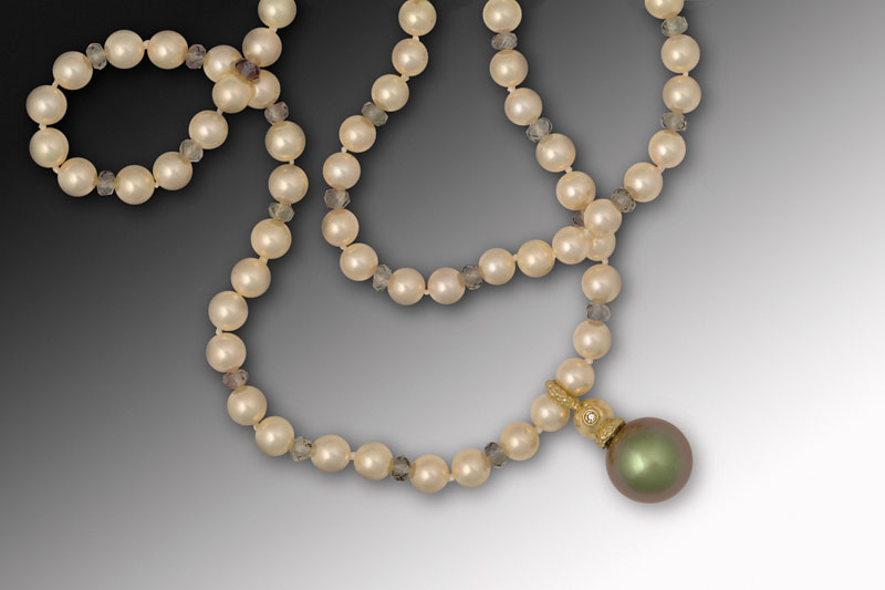Submission by Jane Bohan for the 2004 sphere American Jewelry Design Council Project