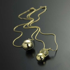 Submission by Jose Hess for the 2002 peekaboo American Jewelry Design Council Project
